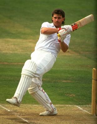 Robin Smith pulls, 1990