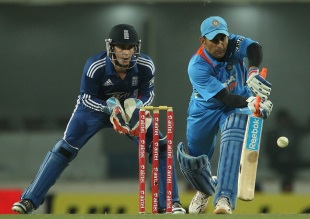 MS Dhoni came out to bat in front of his home crowd, India v England, 3rd ODI, Ranchi, January 19, 2013