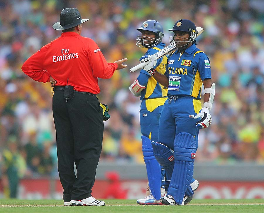 Rain forced Sri Lanka's chase to be halted, before the match was eventually called off