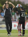 Kyle Mills removed Quinton de Kock, South Africa v New Zealand, 2nd ODI, Kimberley, January 22, 2013