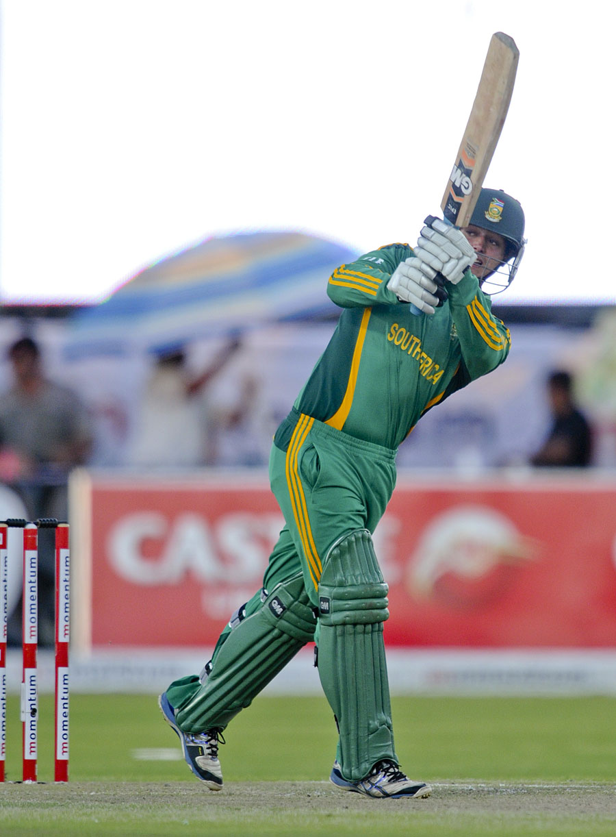 Quinton de Kock flicks to the leg side