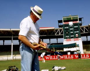Peter van der Merwe inspects a bat, Karachi, October 1, 1998