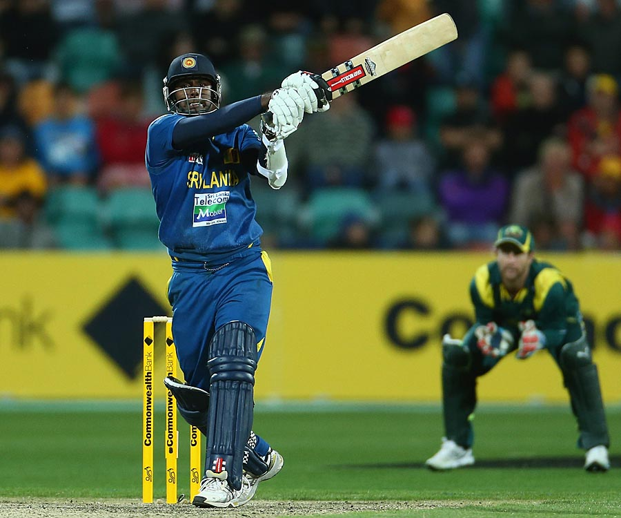 Angelo Mathews kept Sri Lanka in the contest with a fighting half-century