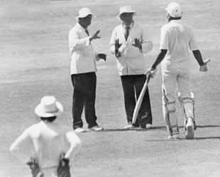 Dilip Vengsarkar arguing with the umpires during the 1991 Ranji Trophy final