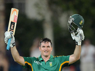 Graeme Smith scored his tenth ODI hundred, but South Africa's run chase in Potchefstroom became very tight at the end