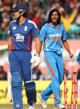 Ishant Sharma bowled Alastair Cook, India v England, 5th ODI, Dharamsala, January 27, 2013