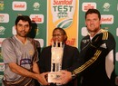 Misbah-ul-Haq and Graeme Smith with the trophy
