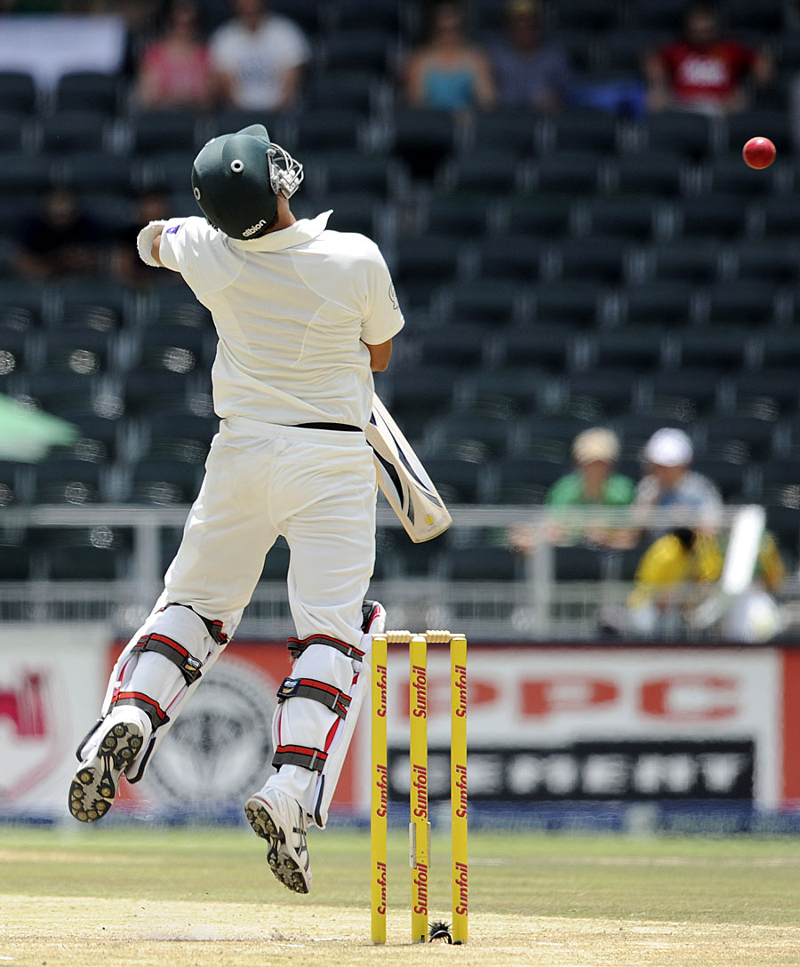 South Africa's bowlers repeatedly made Pakistan's batsmen squirm