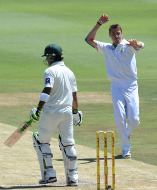 Dale Steyn removed Mohammad Hafeez in the second over of the morning, South Africa v Pakistan, 1st Test, Johannesburg, 2nd day, February 2, 2013