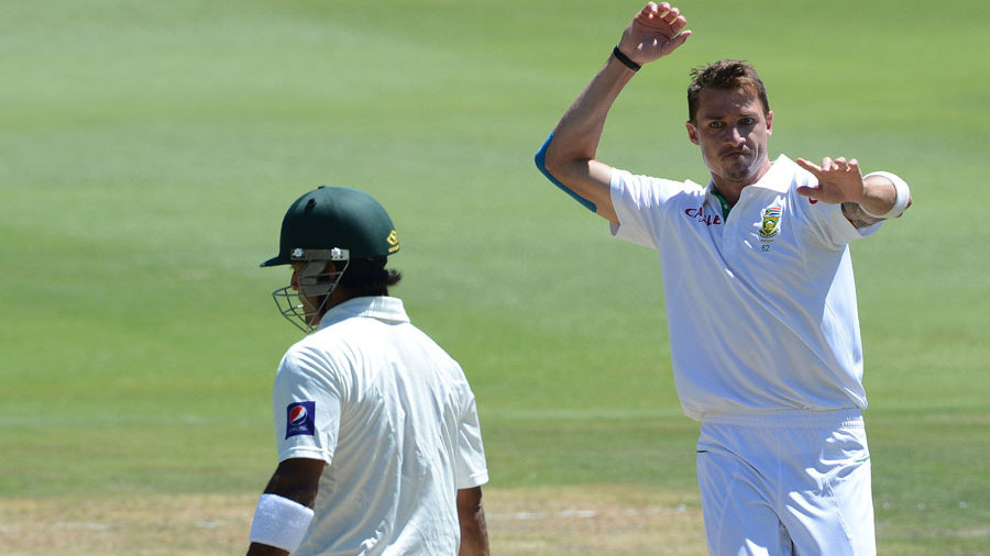 Dale Steyn removed Mohammad Hafeez in the second over of the morning