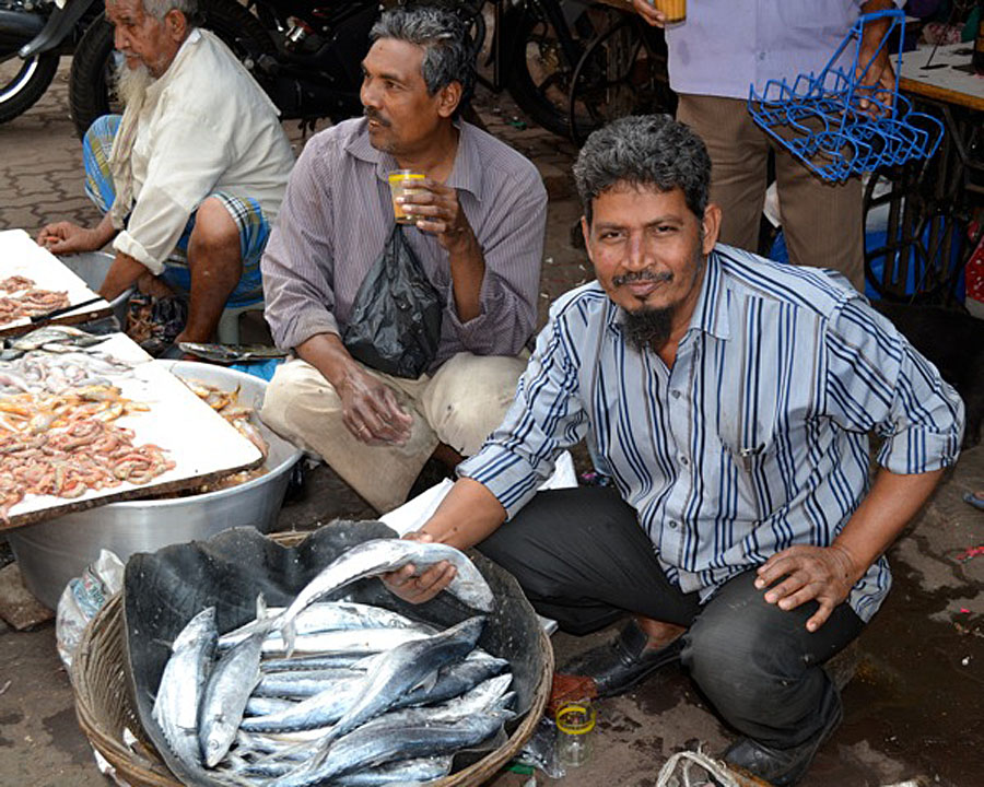 Fish being sold at the Chor Bazar