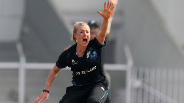 Sian Ruck took two early wickets