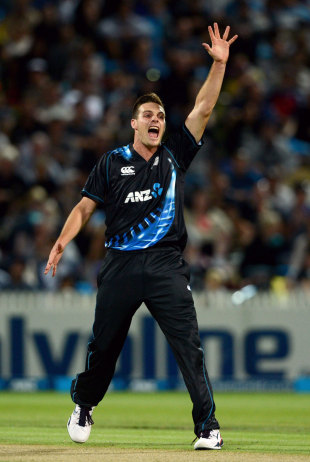 Mitchell McClenaghan took two wickets in two balls, New Zealand v England, 2nd T20, Hamilton, February 12, 2013