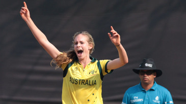Holly Ferling bowled an economical spell of 3 for 27 off her seven overs