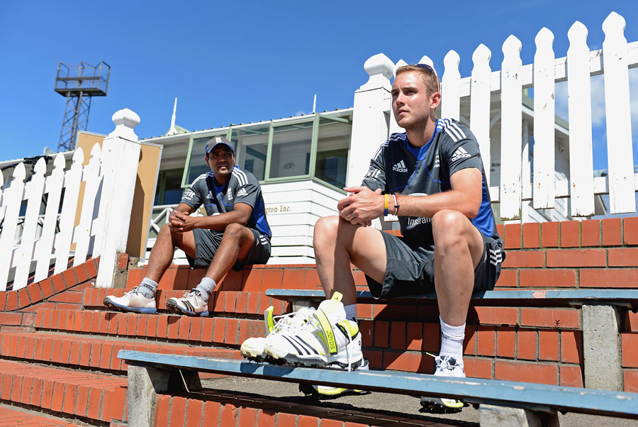 Samit Patel and Stuart Broad watch their team-mates train