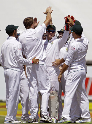 South Africa celebrate a wicket, South Africa v Pakistan, 2nd Test, Cape Town, 1st day, February 14, 2013