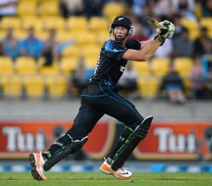 Martin Guptill steered the New Zealand innings till the 19th over, New Zealand v England, 3rd T20, Wellington, February 15, 2013