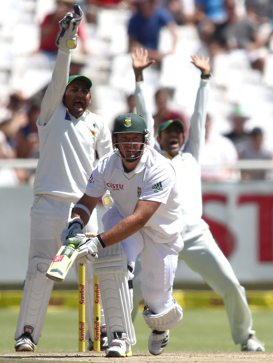 Graeme Smith was trapped lbw for 19