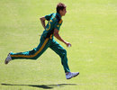 Daryn Dupavillon runs to the wicket, South Africa v England, 2nd Youth ODI, Cape Town, February 15, 2003
