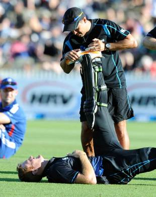 Martin Guptill injured his hamstring going for a run, New Zealand v England, 1st ODI, Hamilton, February 17, 2013