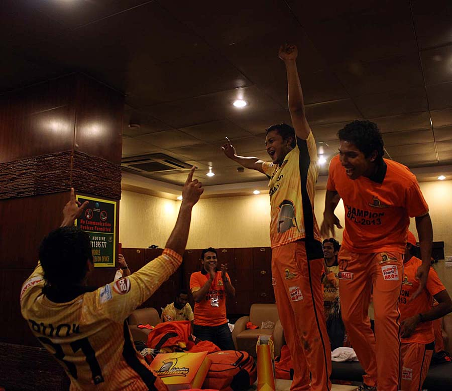 Dhaka Gladiators players celebrate their BPL win