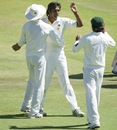 Rahat Ali is congratulated after picking up Hashim Amla's wicket, South Africa v Pakistan, 3rd Test, Centurion, 1st day, February 22, 2013