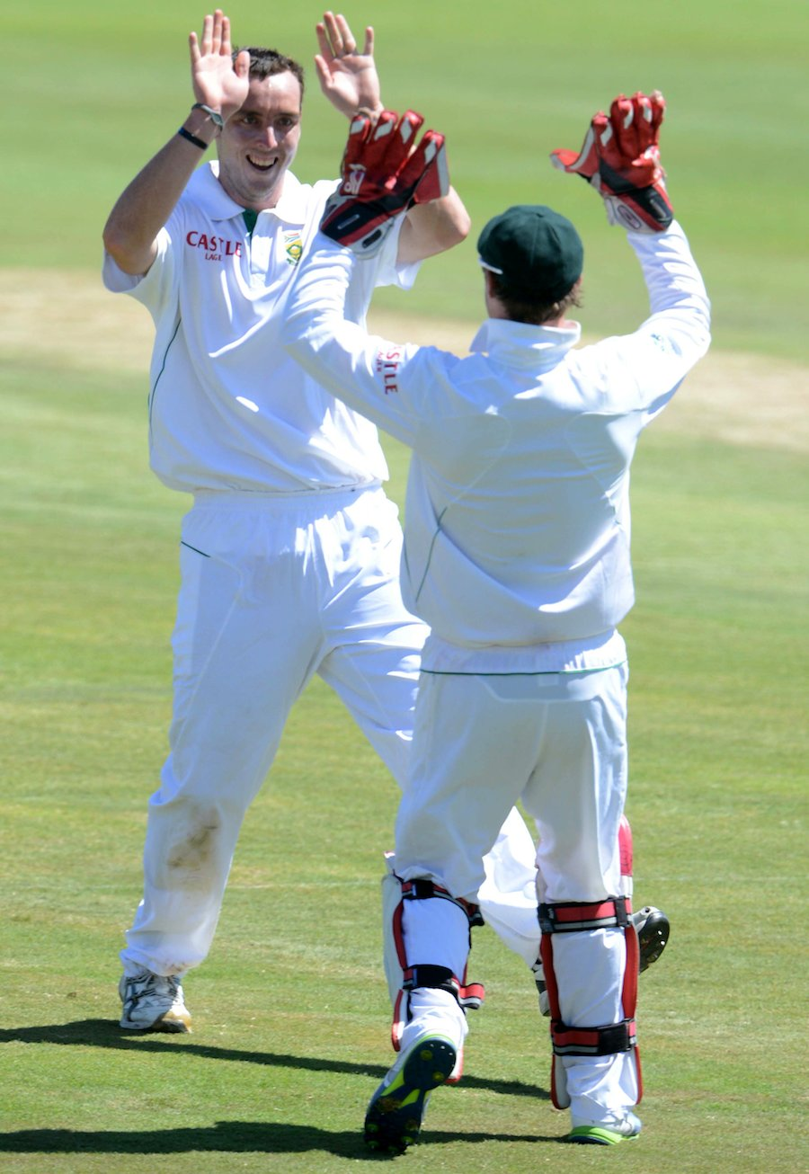 Kyle Abbott high-fives AB de Villiers