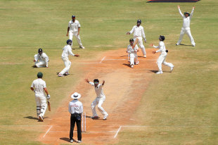 India's spinners kept the pressure on Australia, India v Australia, 1st Test, Chennai, 4th day, February 25, 2013