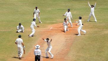 India's spinners kept the pressure on Australia