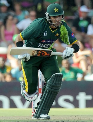 Misbah-ul-Haq runs between the wickets in his knock of 38, South Africa v Pakistan, 1st ODI, Bloemfontein, March 10, 2013