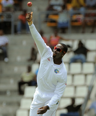 Shane Shillingford delivers, West Indies v Zimbabwe, 2nd Test, Roseau, 1st day, March 21, 2013