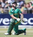 AB de Villiers evades one that gets big on him