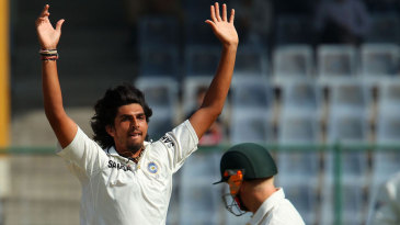 Ishant Sharma celebrates David Warner's wicket