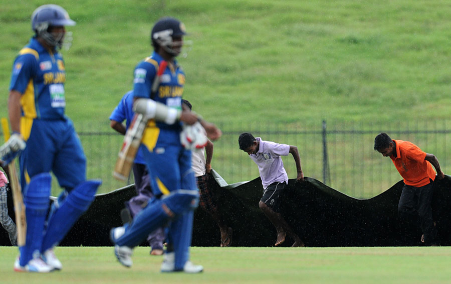 Sri Lanka apologises to stripped groundsmen
