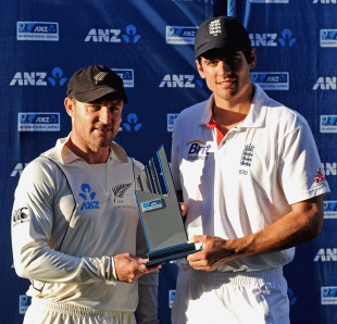 Brendon McCullum and Alastair Cook with the trophy, after the series ended 0-0 in Auckland