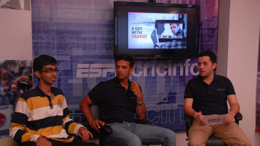 Rahul Dravid interacts with Vineet Anantharaman, winner of the contest