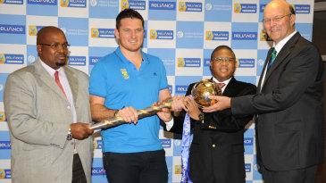 Graeme Smith receives the ICC Test mace from Vince van der Bijl