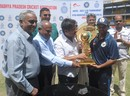 Parthiv Patel collects the trophy