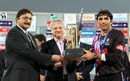 Zaka Ashraf presenting Misbah-ul-Haq, captain of Faisalabad Wolves, with the winners' trophy