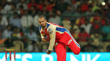 Murali Kartik delivers the ball