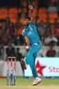 Ashok Dinda in his bowling stride, Sunrisers Hyderabad v Pune Warriors, IPL, Hyderabad, April 5, 2013