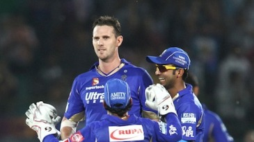 Shaun Tait took 1 for 29 in his first game