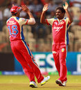 Muttiah Muralitharan celebrates with Virat Kohli, Royal Challengers Bangalore v Sunrisers Hyderabad, IPL, Bangalore, April 9, 2013