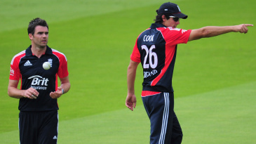 Alastair Cook sets the field for James Anderson