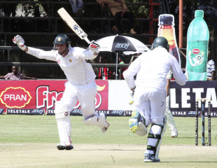 Brendan Taylor scored his second century of the match