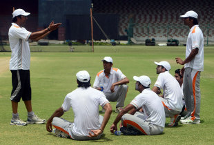 Wasim Akram speaks to a group of Pakistan pace bowlers, Karachi, April 20, 2013