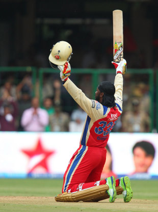 Chris Gayle acknowledges the applause after scoring the fastest century in history, Royal Challengers Bangalore v Pune Warriors, IPL, Bangalore, April 23, 2013