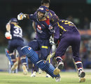 Unmukt Chand runs into Manvinder Bisla accidentally, Delhi Daredevils v Kolkata Knight Riders, IPL, Raipur, May 1, 2013