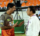 Ex-India openers catch up - Kris Srikkanth with Sunil Gavaskar, Sunrisers Hyderabad v Delhi Daredevils, IPL, Hyderabad, May 4, 2013