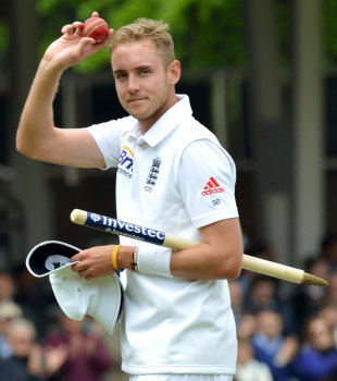 Stuart Broad takes the applause after his career-best 7 for 44, England v New Zealand, 1st Investec Test, Lord's, 4th day, May 19, 2013
